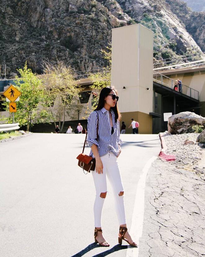 Có một kiểu quần mà các nàng cứ diện lên sẽ trẻ trung và nữ tính hơn bội phần, đó chính là quần jeans trắng - ảnh 11