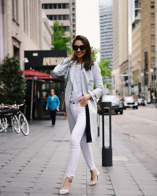 Có một kiểu quần mà các nàng cứ diện lên sẽ trẻ trung và nữ tính hơn bội phần, đó chính là quần jeans trắng - ảnh 16