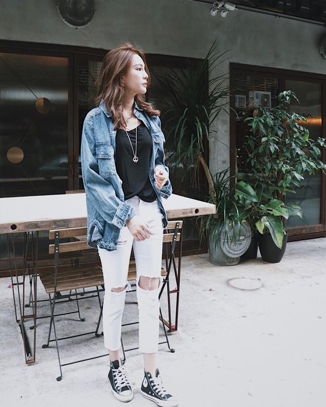 Có một kiểu quần mà các nàng cứ diện lên sẽ trẻ trung và nữ tính hơn bội phần, đó chính là quần jeans trắng - ảnh 15