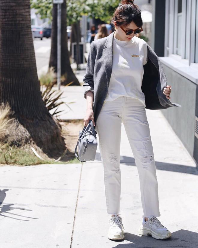 Có một kiểu quần mà các nàng cứ diện lên sẽ trẻ trung và nữ tính hơn bội phần, đó chính là quần jeans trắng - ảnh 13