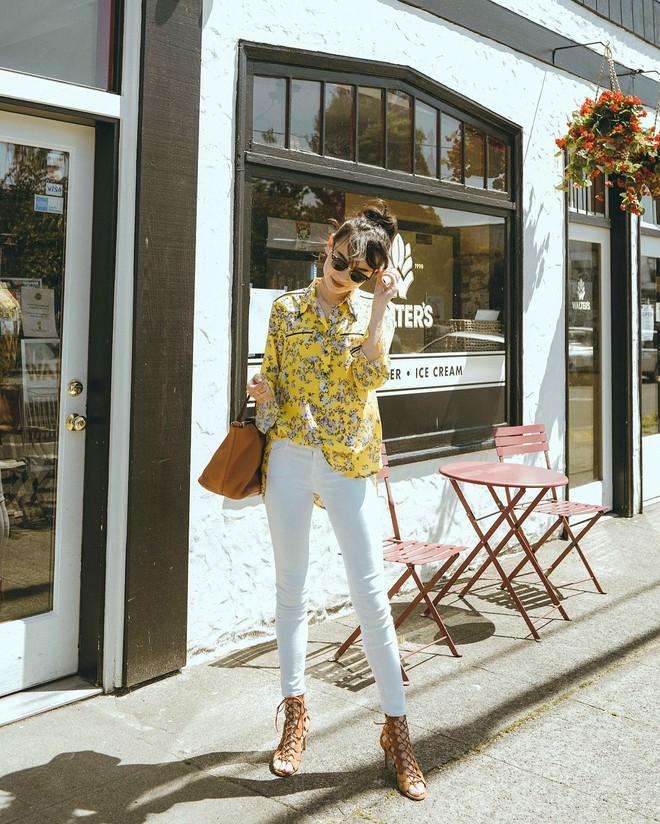 Có một kiểu quần mà các nàng cứ diện lên sẽ trẻ trung và nữ tính hơn bội phần, đó chính là quần jeans trắng - ảnh 3