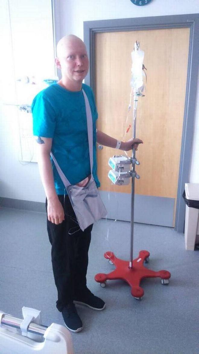 Chàng trai người Anh được chẩn đoán mắc bệnh ung thư thông qua triệu chứng mà rất nhiều người gặp phải - ảnh 4