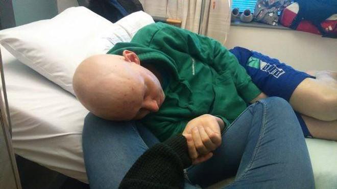 Chàng trai người Anh được chẩn đoán mắc bệnh ung thư thông qua triệu chứng mà rất nhiều người gặp phải - ảnh 5