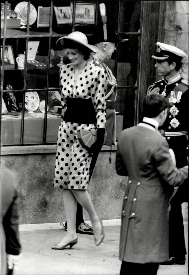 Đi đám cưới mà diện nào jumpsuit, nào menswear, Công nương Diana chính là khách mời Hoàng gia có style chất nhất - ảnh 6