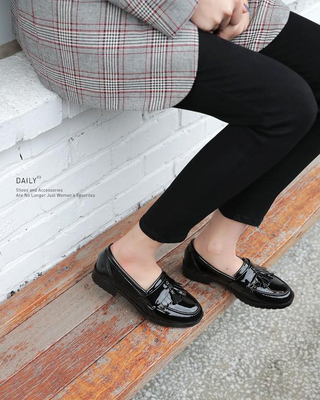 Đây chính là 4 kiểu giày loafer không thể thiếu trong tủ đồ của nàng công sở - ảnh 11