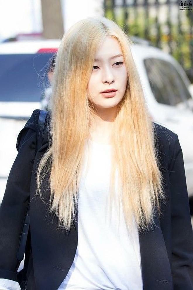 """Đổi muôn vàn màu tóc, sao Hàn lãnh hậu quả """"buồn và cười"""" theo đúng nghĩa đen - ảnh 11"""