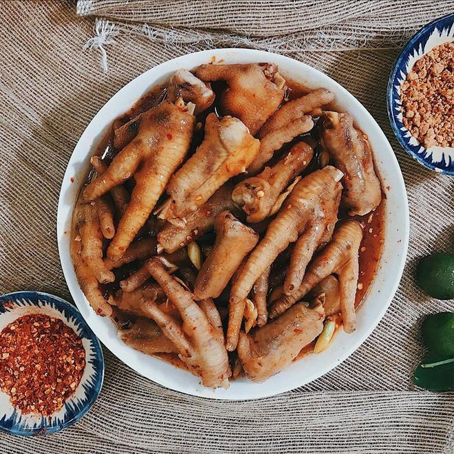 Tầm này trời Sài Gòn man mát mà không tìm mấy món chân gà lai rai thì thật có lỗi với thời tiết - Ảnh 7.