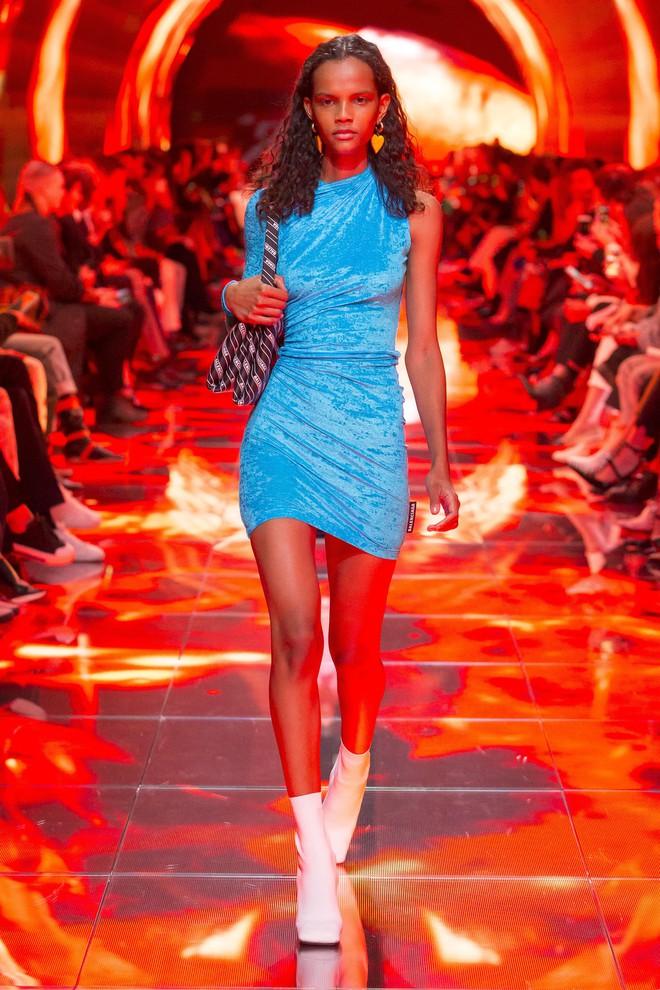 Top BST đỉnh nhất Paris Fashion Week do Vogue Mỹ chọn: Chanel vẫn an tọa, Gucci và Dior thì mất hút - ảnh 23