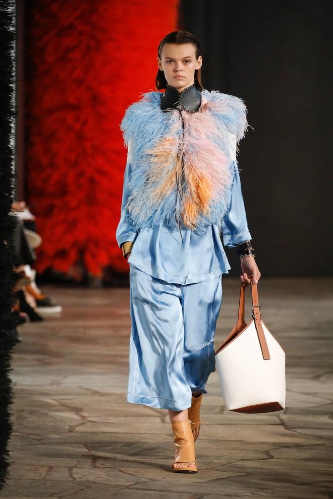 Top BST đỉnh nhất Paris Fashion Week do Vogue Mỹ chọn: Chanel vẫn an tọa, Gucci và Dior thì mất hút - ảnh 76