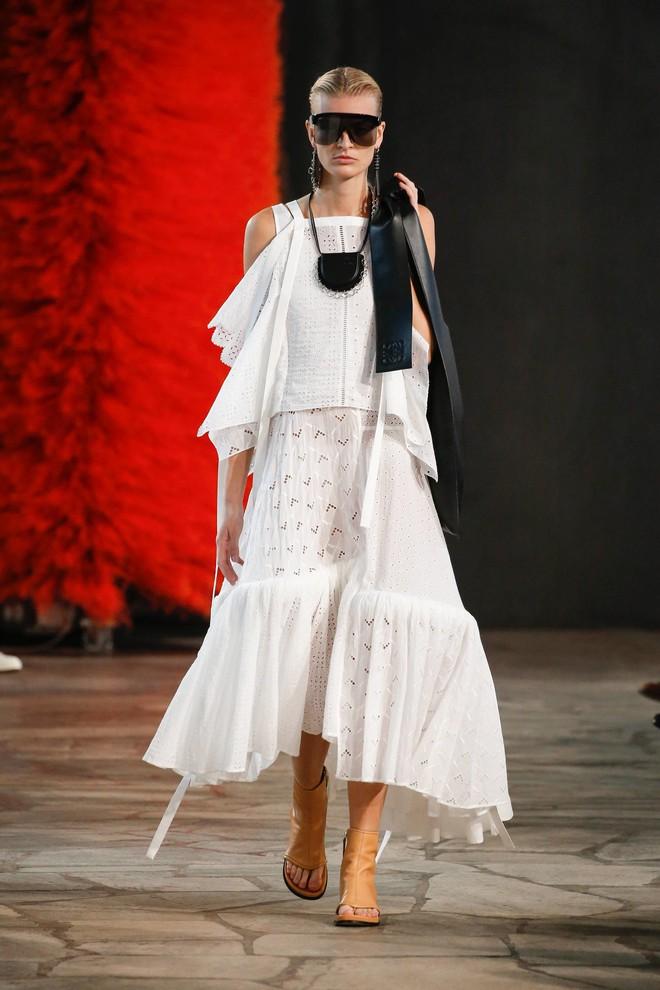 Top BST đỉnh nhất Paris Fashion Week do Vogue Mỹ chọn: Chanel vẫn an tọa, Gucci và Dior thì mất hút - ảnh 77