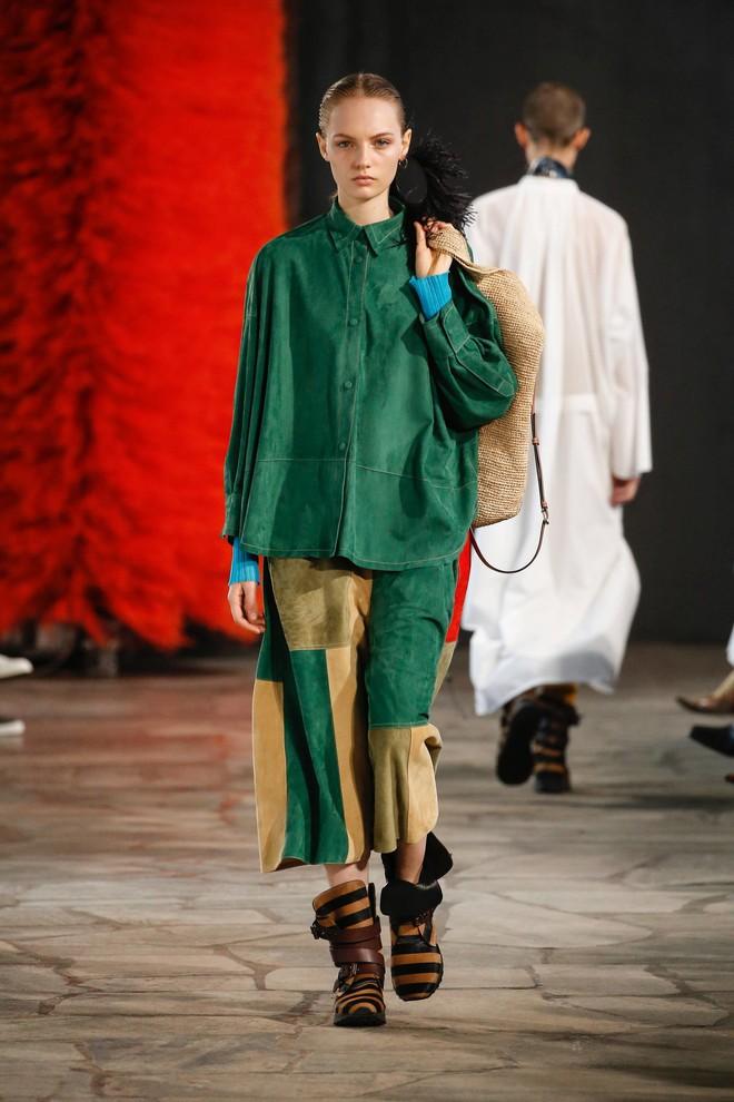 Top BST đỉnh nhất Paris Fashion Week do Vogue Mỹ chọn: Chanel vẫn an tọa, Gucci và Dior thì mất hút - ảnh 79