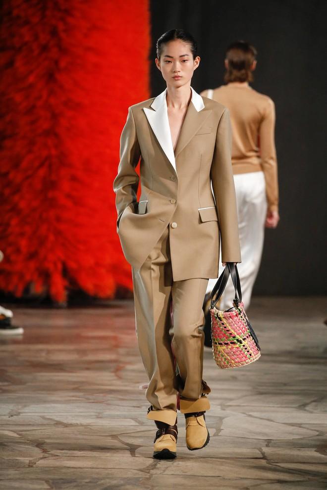 Top BST đỉnh nhất Paris Fashion Week do Vogue Mỹ chọn: Chanel vẫn an tọa, Gucci và Dior thì mất hút - ảnh 81