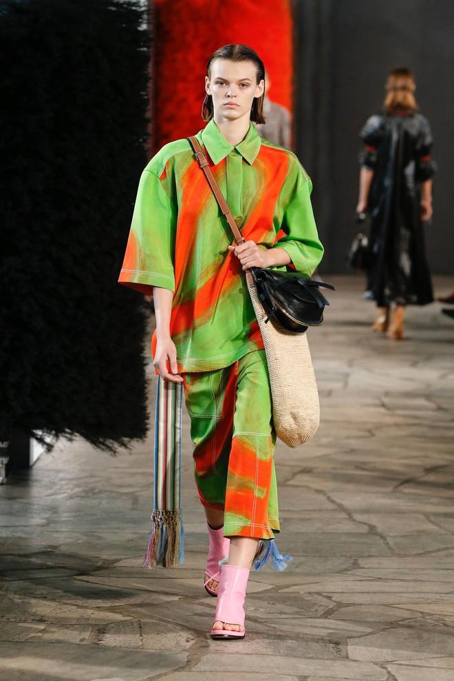 Top BST đỉnh nhất Paris Fashion Week do Vogue Mỹ chọn: Chanel vẫn an tọa, Gucci và Dior thì mất hút - ảnh 75