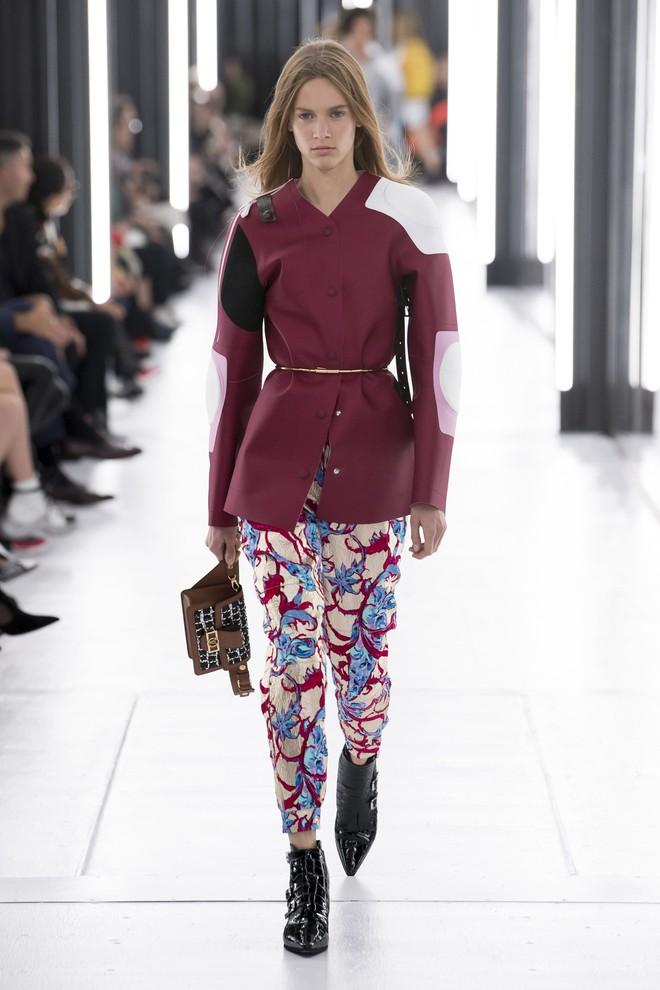 Top BST đỉnh nhất Paris Fashion Week do Vogue Mỹ chọn: Chanel vẫn an tọa, Gucci và Dior thì mất hút - ảnh 48