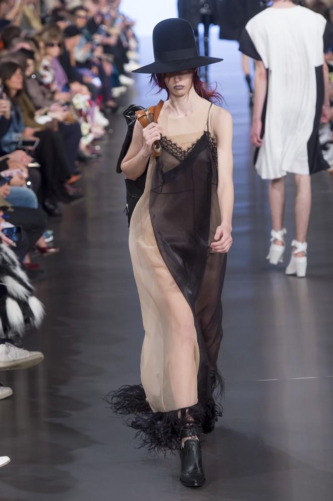 Top BST đỉnh nhất Paris Fashion Week do Vogue Mỹ chọn: Chanel vẫn an tọa, Gucci và Dior thì mất hút - ảnh 60