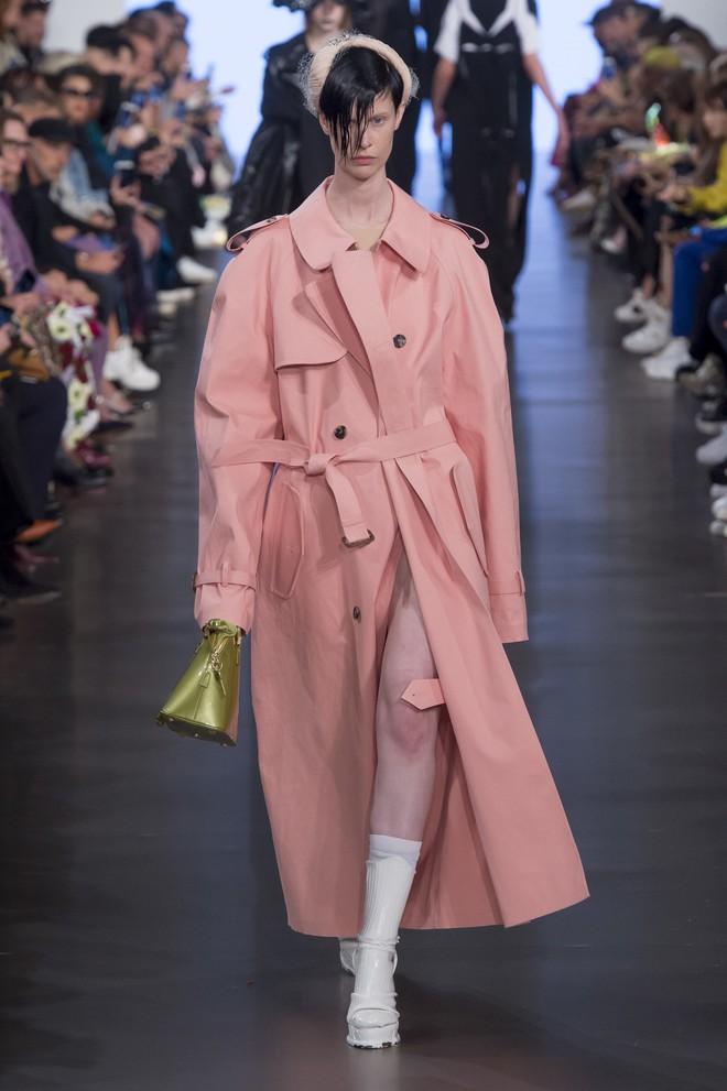 Top BST đỉnh nhất Paris Fashion Week do Vogue Mỹ chọn: Chanel vẫn an tọa, Gucci và Dior thì mất hút - ảnh 62