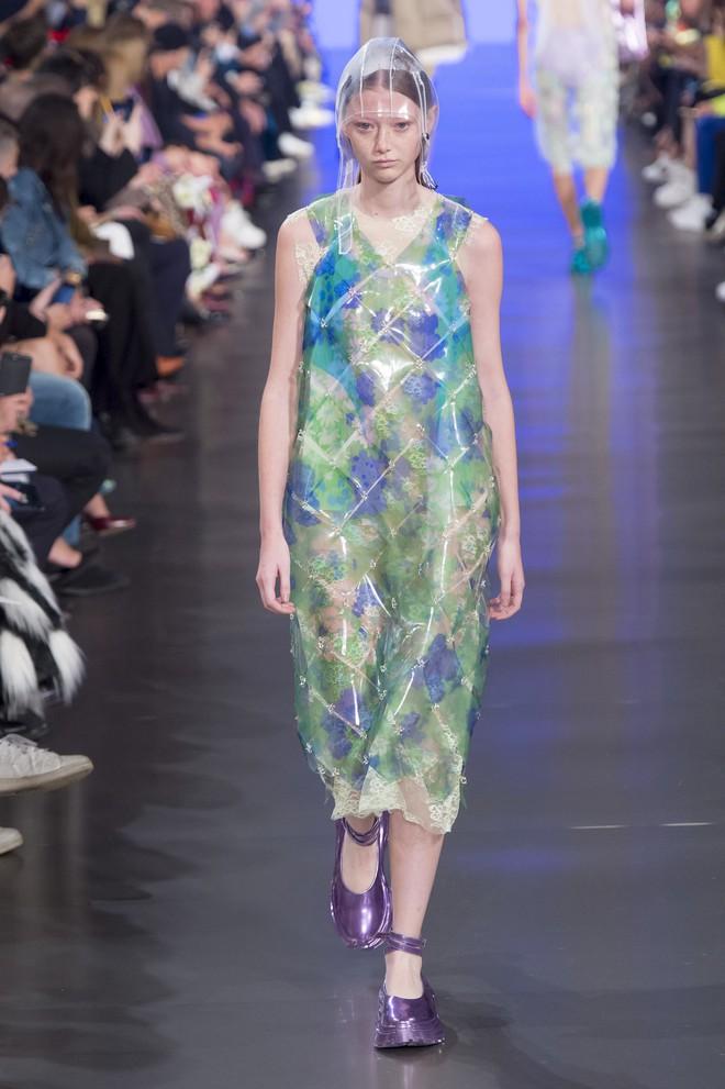 Top BST đỉnh nhất Paris Fashion Week do Vogue Mỹ chọn: Chanel vẫn an tọa, Gucci và Dior thì mất hút - ảnh 57