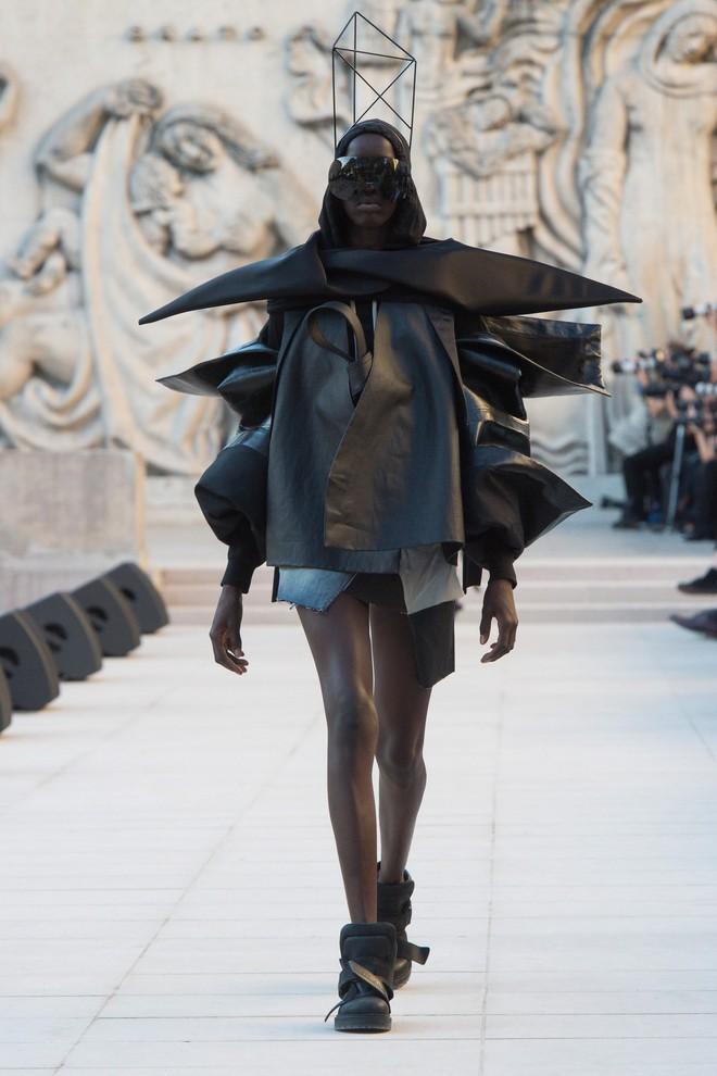 Top BST đỉnh nhất Paris Fashion Week do Vogue Mỹ chọn: Chanel vẫn an tọa, Gucci và Dior thì mất hút - ảnh 50