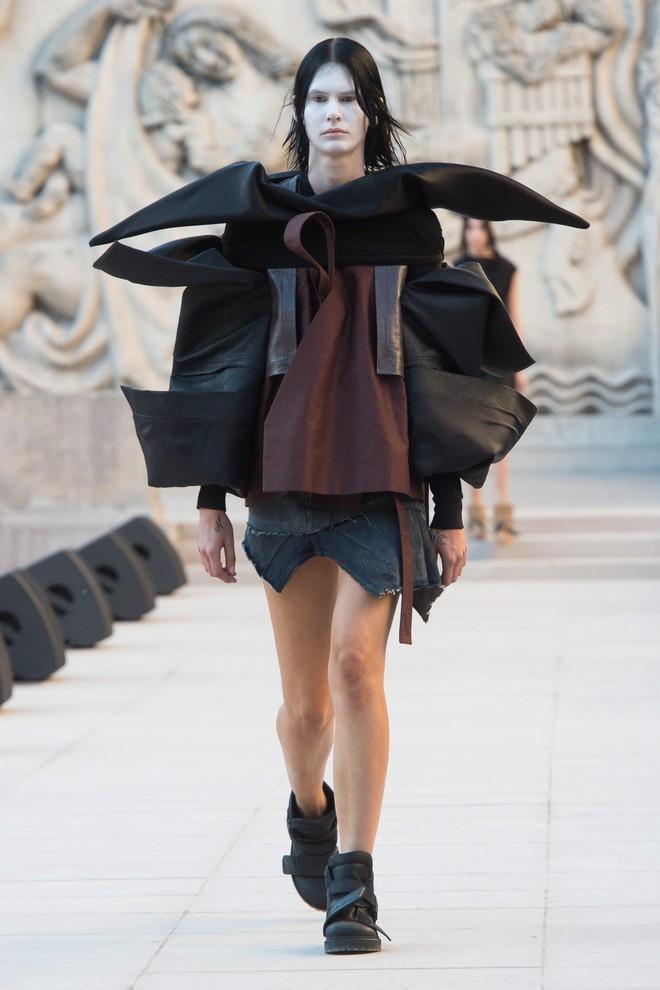 Top BST đỉnh nhất Paris Fashion Week do Vogue Mỹ chọn: Chanel vẫn an tọa, Gucci và Dior thì mất hút - ảnh 51