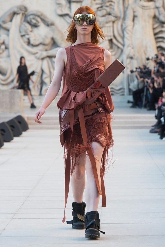 Top BST đỉnh nhất Paris Fashion Week do Vogue Mỹ chọn: Chanel vẫn an tọa, Gucci và Dior thì mất hút - ảnh 52