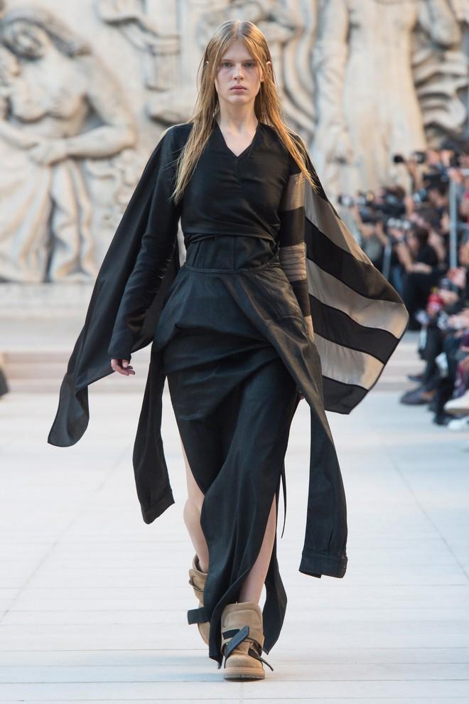 Top BST đỉnh nhất Paris Fashion Week do Vogue Mỹ chọn: Chanel vẫn an tọa, Gucci và Dior thì mất hút - ảnh 53