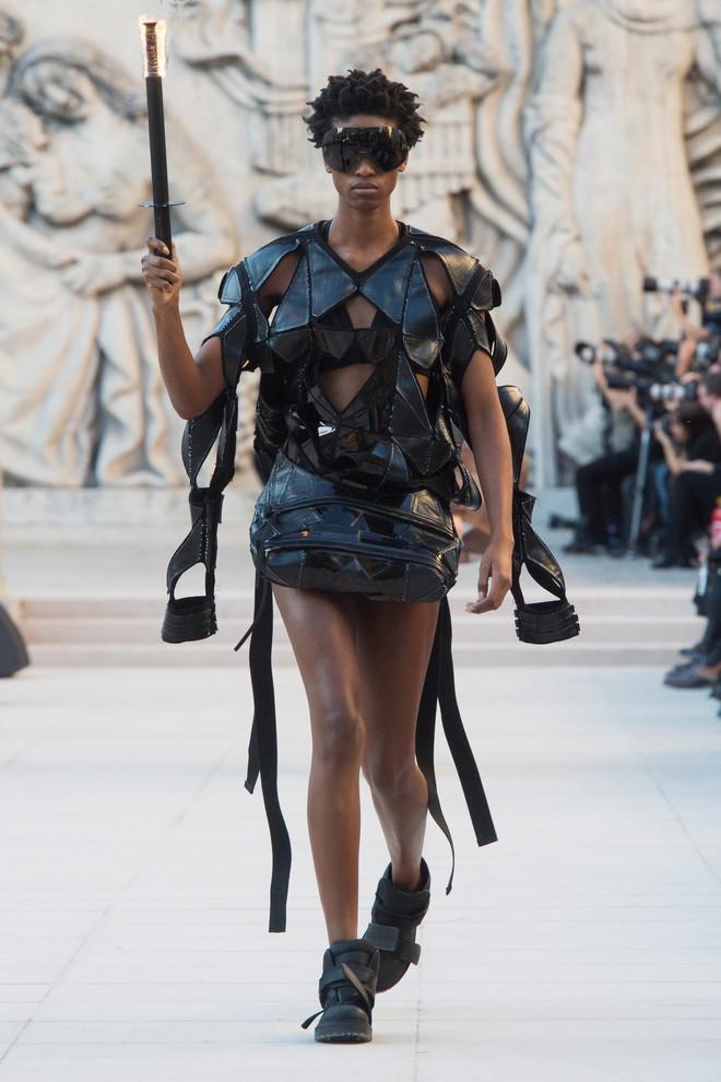 Top BST đỉnh nhất Paris Fashion Week do Vogue Mỹ chọn: Chanel vẫn an tọa, Gucci và Dior thì mất hút - ảnh 54