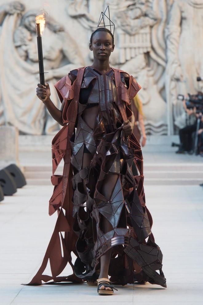 Top BST đỉnh nhất Paris Fashion Week do Vogue Mỹ chọn: Chanel vẫn an tọa, Gucci và Dior thì mất hút - ảnh 55