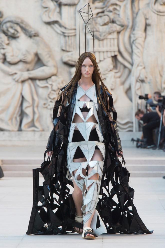 Top BST đỉnh nhất Paris Fashion Week do Vogue Mỹ chọn: Chanel vẫn an tọa, Gucci và Dior thì mất hút - ảnh 56