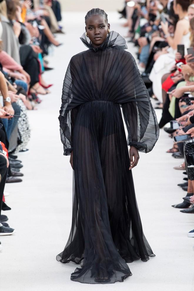 Top BST đỉnh nhất Paris Fashion Week do Vogue Mỹ chọn: Chanel vẫn an tọa, Gucci và Dior thì mất hút - ảnh 29