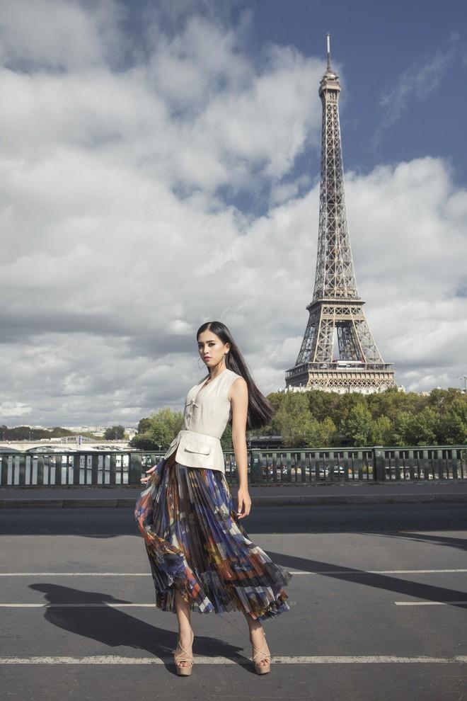 Hoa hậu Tiểu Vy gây dậy sóng MXH với thần thái đầy sắc sảo và thu hút trong bộ ảnh chụp tại Pháp - Ảnh 2.