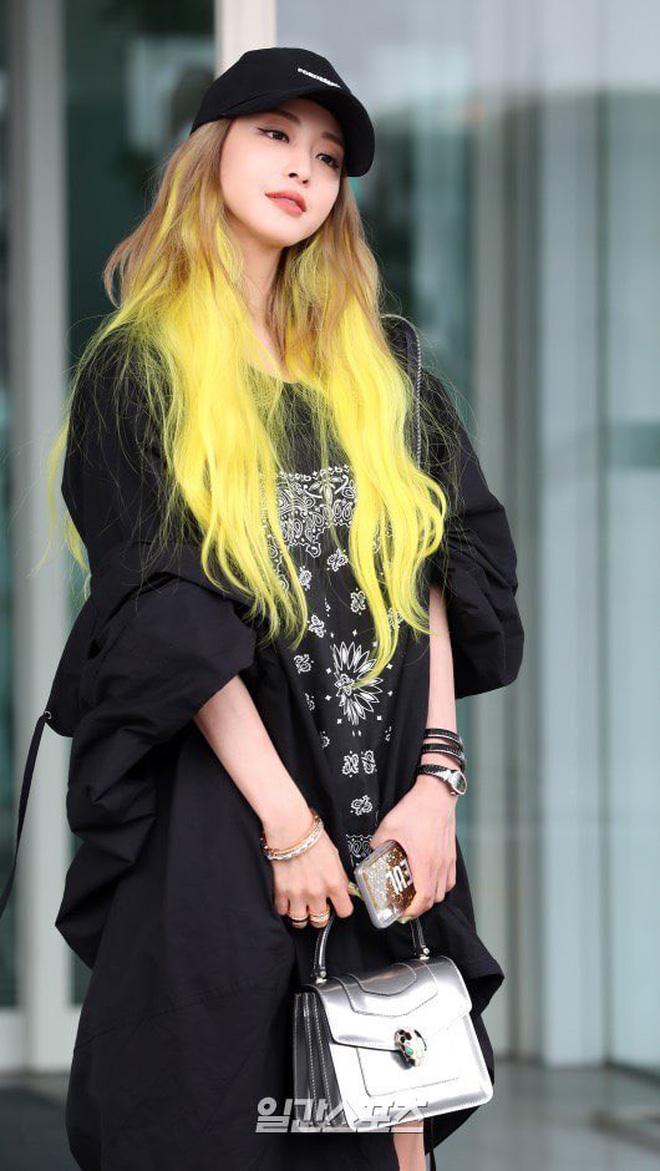 Tròn 38 tuổi, nhuộm tóc vàng chói lọi và ăn vận như idol tuổi đôi mươi, Han Ye Seul vẫn được netizen khen là Barbie ngoài đời thực - ảnh 1