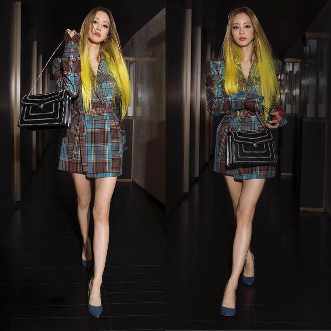 Tròn 38 tuổi, nhuộm tóc vàng chói lọi và ăn vận như idol tuổi đôi mươi, Han Ye Seul vẫn được netizen khen là Barbie ngoài đời thực - ảnh 5