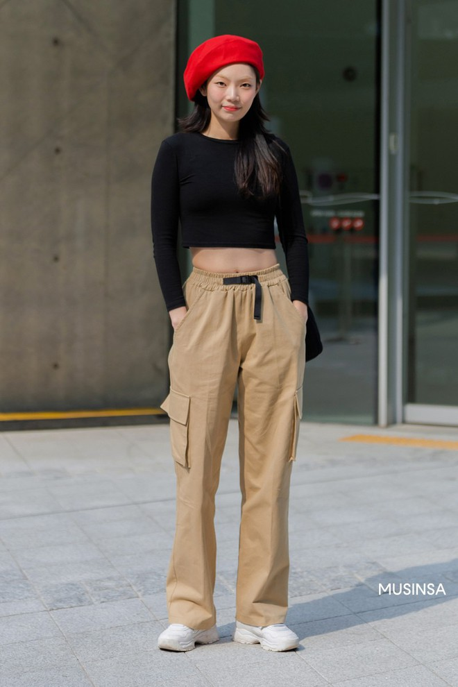 Street style giới trẻ Hàn tuần qua sẽ khiến bạn thốt lên cool quá đáng nhưng tuyệt nhất là bạn hoàn toàn có thể mặc cool như vậy - Ảnh 4.