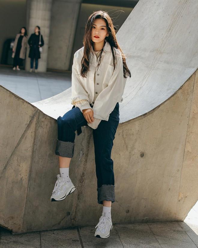 Street style giới trẻ Hàn tuần qua sẽ khiến bạn thốt lên cool quá đáng nhưng tuyệt nhất là bạn hoàn toàn có thể mặc cool như vậy - Ảnh 5.