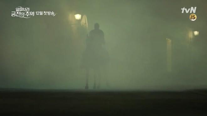 Park Shin Hye trùm khăn đỏ huyền bí trong teaser Memories of the Alhambra vừa tung nóng hổi - ảnh 6