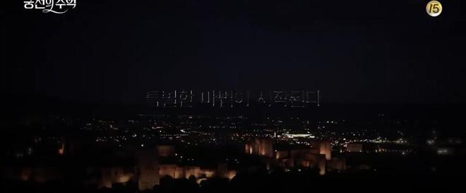 Park Shin Hye trùm khăn đỏ huyền bí trong teaser Memories of the Alhambra vừa tung nóng hổi - ảnh 9