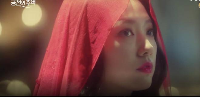 Park Shin Hye trùm khăn đỏ huyền bí trong teaser Memories of the Alhambra vừa tung nóng hổi - ảnh 4