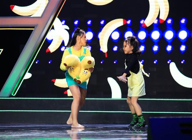Dặn cậu bé 6 tuổi nhìn mình để hát hay hơn, Việt Hương ngỡ ngàng nhận cái kết đắng! - ảnh 12