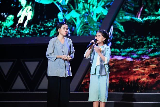 Dặn cậu bé 6 tuổi nhìn mình để hát hay hơn, Việt Hương ngỡ ngàng nhận cái kết đắng! - ảnh 3