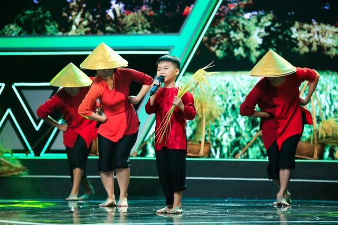 Dặn cậu bé 6 tuổi nhìn mình để hát hay hơn, Việt Hương ngỡ ngàng nhận cái kết đắng! - ảnh 11