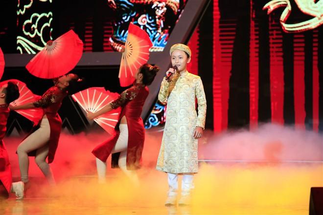 Dặn cậu bé 6 tuổi nhìn mình để hát hay hơn, Việt Hương ngỡ ngàng nhận cái kết đắng! - ảnh 8