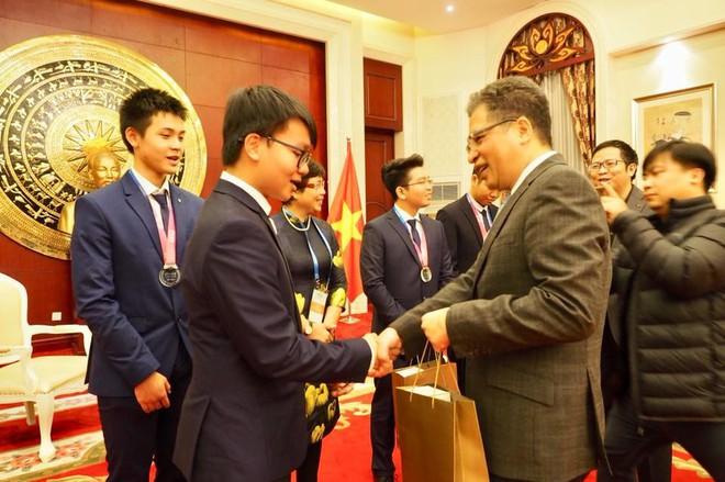 Việt Nam lần đầu tiên có thí sinh giành HCV Olympic Thiên văn học và Vật lý thiên văn quốc tế - Ảnh 1.