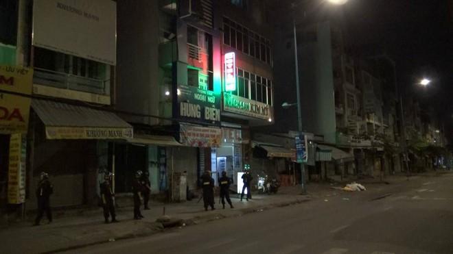 Nhóm đối tượng giang hồ truy sát nam thanh niên tại khách sạn ở Sài Gòn - ảnh 2