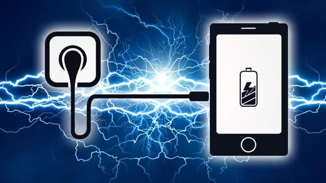 Vì sao bây giờ smartphone cứ phải sạc nhanh mới là ngon và hãng nào đang dẫn đầu đường đua? - Ảnh 2.