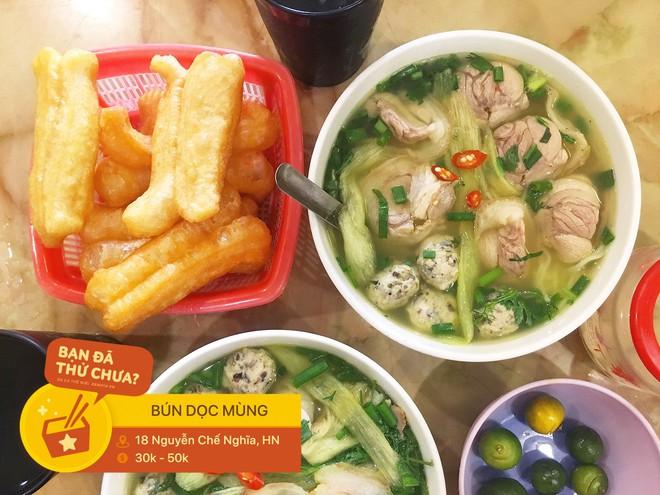 Hà Nội có con phố ngắn ngủn, chưa nổi 200m nhưng đã có hẳn 3 hàng ăn sáng lúc nào cũng đông khách - Ảnh 6.