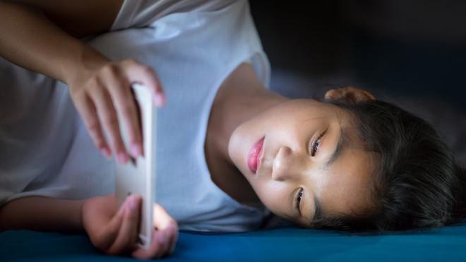 Sạc pin điện thoại qua đêm: Thói quen tưởng vô hại nhưng lại khiến bạn hao tài tốn của - Ảnh 3.