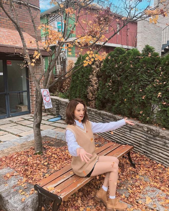 Muốn mặc đâu chuẩn đấy trong tiết trời se lạnh, bạn chỉ việc copy 10 công thức street style xuất sắc này từ loạt hot girl Việt - Ảnh 11.