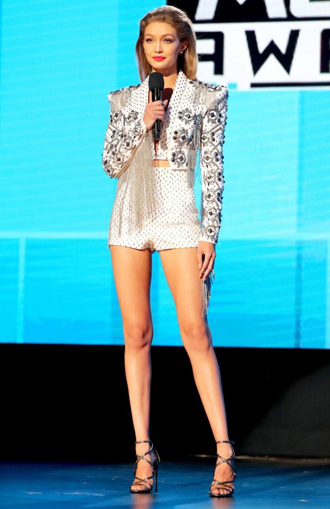 Nhan sắc gây mê mệt của Gigi Hadid: Ngực đẹp tự nhiên, bụng không nếp gấp, đến phong cách cũng chất phát ngất - Ảnh 14.