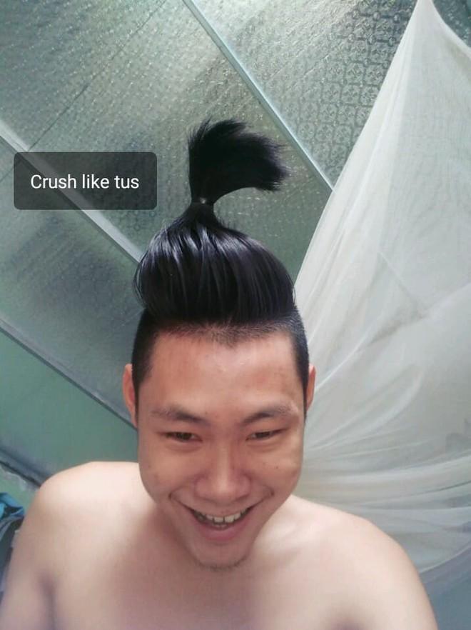 Chuẩn bị cạo đầu đinh, thanh niên chế nguyên series meme hài với bộ tóc quý tộc nuôi suốt 2 năm - Ảnh 7.
