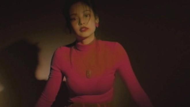 YG chiều Jennie hết sức: đầu tư váy 200 triệu để chụp poster, teaser MV nhìn như lookbook với hơn chục set quần áo - ảnh 14